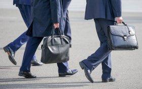 Чиновникам Кремля и правительства на 10% повысили зарплаты