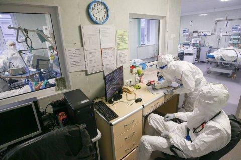 По данным Росстата, в 2020 году умерло 162 тысячи россиян с коронавирусом – в 2 раза больше, чем официально сообщалось