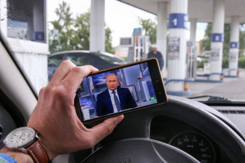 Достижение. Стоимость бензина в России за неделю снизилась на 3 копейки. За май цена выросла на 2,5 рубля