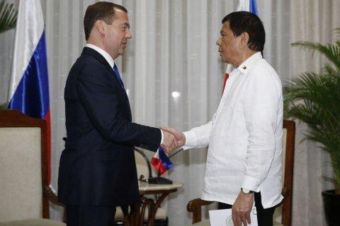 Президент Филиппин попросил военных пристрелить его, если он превысит срок своих полномочий