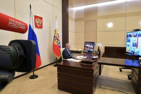 В Кремле заявили, что Путин и кабмин работают «днем и ночью» над мерами поддержки россиян