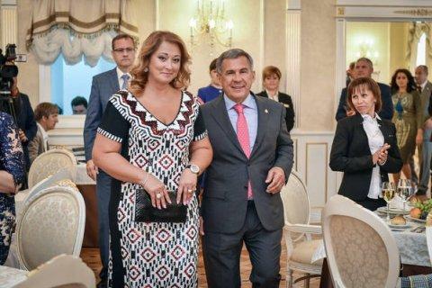 Названы самые состоятельные жены российских госслужащих