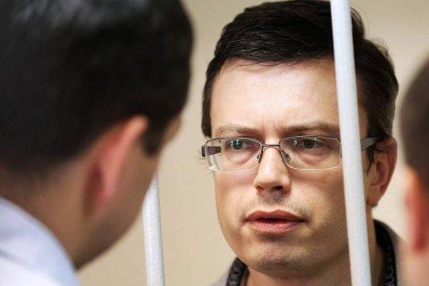 Осужденного на пять лет за взятку в миллион долларов генерала-следователя освободили через 9 месяцев
