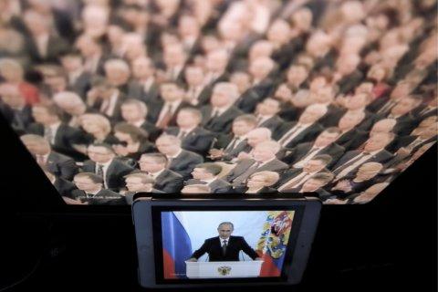 Опрос: Россияне все меньше доверяют государственным СМИ и все больше — негосударственным
