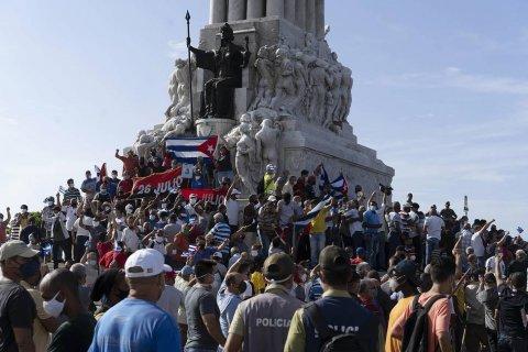 Президент Кубы призвал сторонников власти выходить на улицы для предотвращения провокаций