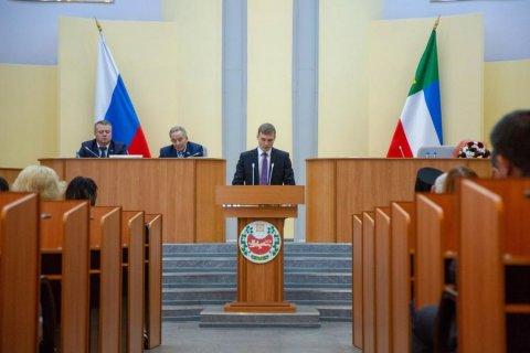 Коммунист Валентин Коновалов вступил в должность главы Хакасии