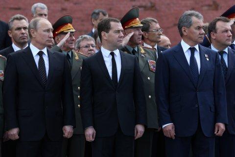 Опрос: Второй год подряд в России падает доверие ко всем государственным институтам