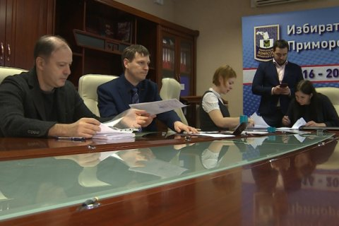 В Приморье 12 кандидатов в губернаторы края подали документы в избирком. А коммунистам не дали даже провести партконференцию для выдвижения Ищенко