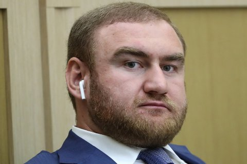 Элита России. Самого молодого сенатора задержали  во время заседания Совета Федерации по подозрению в убийстве