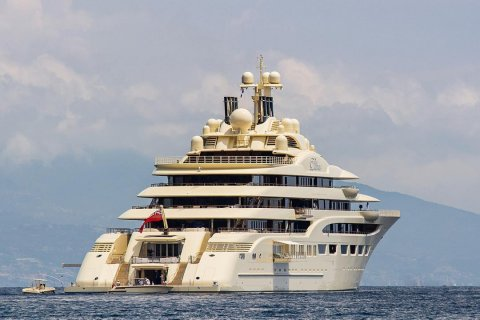 Алишер Усманов продает яхту за 1,7 млрд рублей