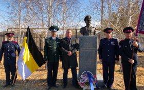 «За топор надо браться». В Оренбургской области на улице Чапаева открыли памятник казаку, убившему Чапаева