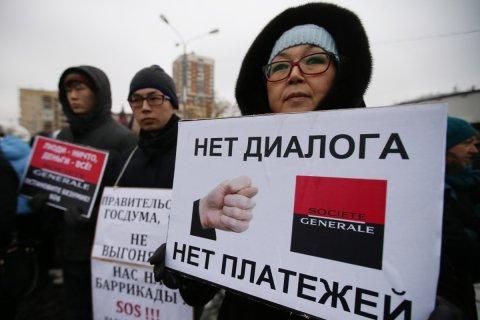 Банки начали взыскивать долги россиян по кредитам без суда