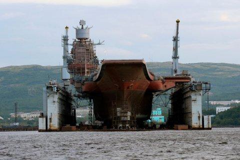 На северном флоте затонул плавучий док, в котором ремонтировался авианосец «Адмирал Кузнецов»