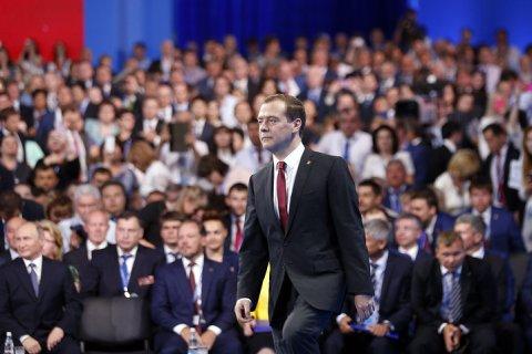 «Единая Россия» доверяет только четверти своих губернаторов