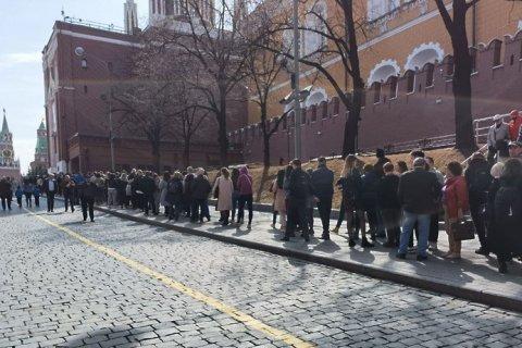 В Мавзолей Ленина после открытия выстроилась огромная очередь