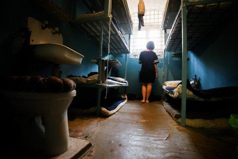 «Возвращали еле живых». Во ФСИН рассказали о 200 случаях пыток следователями