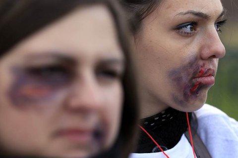 Мужчины и женщины поддерживают закон о борьбе с семейным насилием. Но по-разному