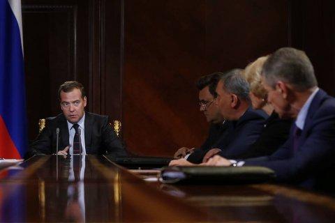 В России выросли цены на бензин. Медведев потребовал разобраться со слухами