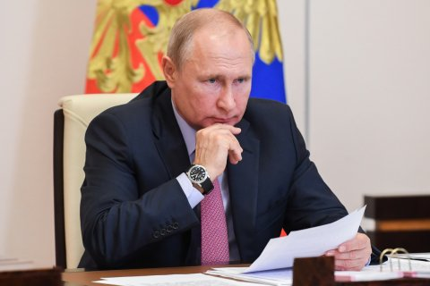 «Не первый год об этом говорится». Путин не поддержал идею ограничить зарплаты топ-менеджеров госкомпаний уровнем 30 млн рублей