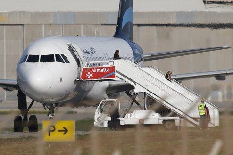 На Мальте приземлился захваченный террористами самолет