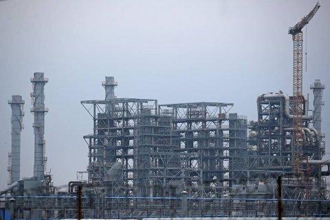 Белоруссия покупает в России нефть по 4 доллара за баррель. Два месяца назад Россия отказывалась продавать нефть дешевле 64 долларов