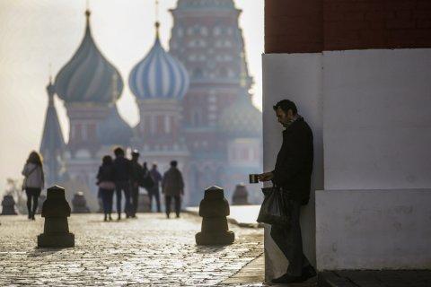 Опрос: Россиянам стыдно за вечную бедность и развал СССР