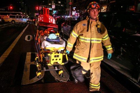 В Нью-Йорке прогремел мощный взрыв. Число пострадавших растет