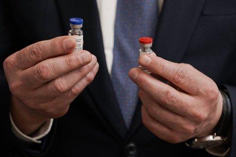 Только четверть российских медиков согласна сделать себе прививку антикоронавирусной вакцины «Спутник-V»