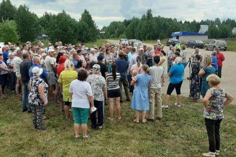 В Кировской области на встречу с журналистами телеканала «Красная Линия» пришли сотни людей, недовольных деятельностью местных властей