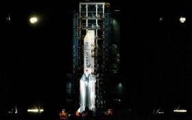 Китай запустил аппарат для доставки на Землю грунта с Луны