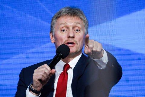 «Думали, будет больше». В Кремле прокомментировали желание 40% молодежи уехать из России. (Ждали, что хотят уехать все?)