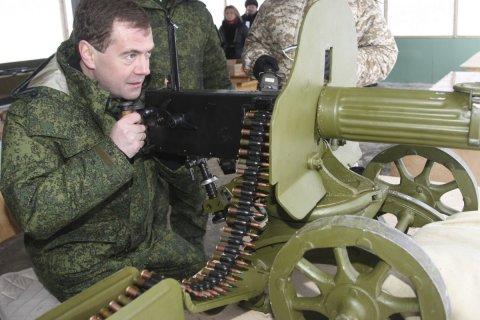 Медведев за год заработал около 8,5 млн рублей