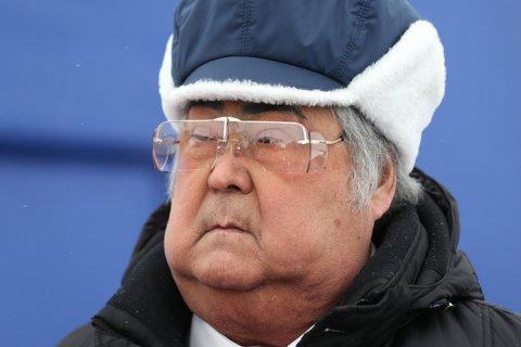 Тулеев ушел в отставку. Звание «народного губернатора», резиденцию в виде гостиницы, загородный дом, кабинет и принтер ему оставят