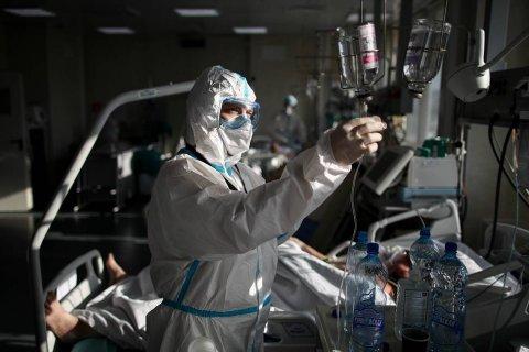 В Петербурге осталось менее 500 свободных коек для больных коронавирусом. Там ежедневно заболевает более 3600 человек