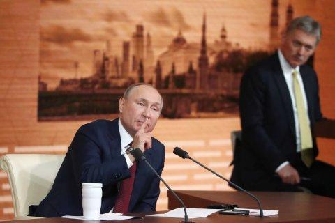 Год назад Владимир Путин заявил, что эпидемию коронавируса в России победят за 2-3 месяца «или даже быстрее»