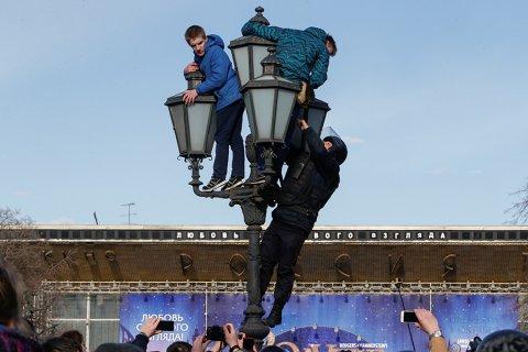 Матвиенко предложила ввести запрет на участие детей в протестных акциях