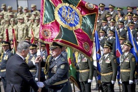 Порошенко потратил на вооружение украинской армии 20 млн долларов из собственных средств