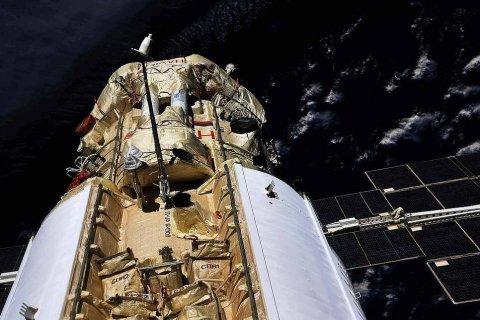 На МКС в «новом» российском модуле «Наука» дверные петли скрипят, как в вампирском замке