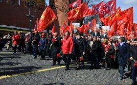Коммунисты возложили цветы к Мавзолею Ленина в 151-летнюю годовщину со дня рождения