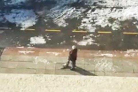 На Камчатке чиновница предложила «чпокнуть» пенсионера дротиком «как животное». Он пришел к прокурору с обрезом