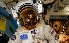 У российских космонавтов на МКС заканчивается срок годности скафандров