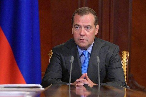 Медведев переложил ответственность за борьбу с лесными пожарами на губернаторов