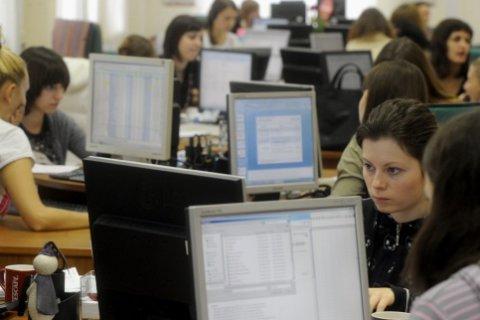 Россияне стали больше работать и чаще болеть