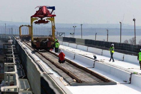 На Крымском мосту закончили укладку рельсов