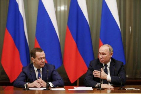 Путин поблагодарил Медведева за работу по нацпроектам