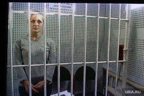 Осужденную за репост воспитательницу детского сада отправили в карцер за прикрытые одеялом ноги