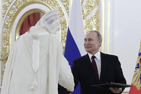 В Кремле заявили, что Путин никуда не уходит