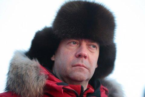 Медведев поручил повысить МРОТ до прожиточного минимума. А раньше не хотел