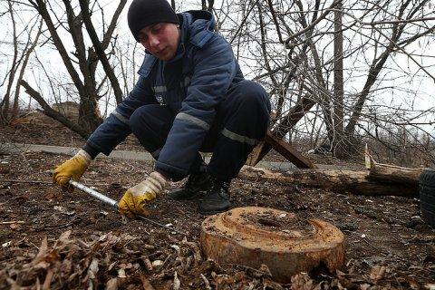 За год около 70 человек погибли или получили ранения при подрыве мин в Донбассе