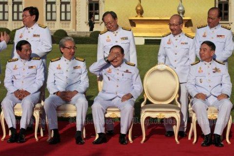 Антикоррупционная комиссия потребовала отчета от вице-премьера о дорогих часах и кольце… в Таиланде